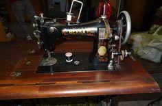 Antike alte Berka Nähmaschine mit original Tisch in Trier  (Berka sewing machine)
