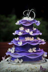 wedding cakes purple Wedding Cakes: Purple fairytale wedding cake with pink flowers Pretty Cakes, Beautiful Cakes, Amazing Cakes, Purple Cakes, Purple Wedding Cakes, Cake Wedding, Gold Wedding, Wedding Topper, Wedding Rings