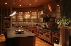 Now I could so be cookin in this kitchen :)  WOW!!!!