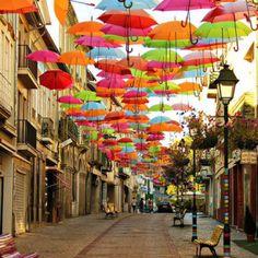 Agueda - Portugal  Installazione Ombrelli