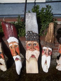 Driftwood     santa's   Did some huge ones like this years ago, think the only one left is one daughter has...huummm maybe should do a few more........