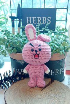 Minion Crochet, Kawaii Crochet, Crochet Geek, Cute Crochet, Crochet Chart, Crochet Patterns Amigurumi, Crochet Dolls, Craft Fair Displays, Diy Crafts For Kids Easy
