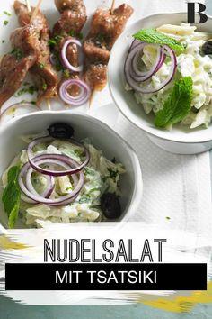 Tsatsiki-Nudelsalat. Der würzige Tsatsiki-Nudelsalat mit Minze ist einfach perfekt für eine Grillparty. Probiert ihn beispielsweise zu griechischen Souvlaki-Spießen! #nudelsalat #nudeln #joghurt #griechisch Greek Yogurt, Grill Party, Noodle Salads, Mint, Noodles, Meat