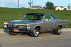 Vintage Cars Muscle 1967 Pontiac GTO - my brother had one of these in PURPLE! It was really a monster! Old American Cars, American Muscle Cars, 67 Pontiac Gto, Sweet Cars, Us Cars, Motor Car, Custom Cars, Vintage Cars, Antique Cars