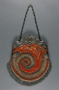 Interesting spiral design Woman's Handbag Made in United States Early century Artist/maker unknown, American Wool brocade, beads, silver frame and chain 9 x 8 inches x cm) Vintage Purses, Vintage Bags, Vintage Handbags, Vintage Outfits, Vintage Shoes, Beaded Purses, Beaded Bags, How To Make Handbags, Purses And Handbags