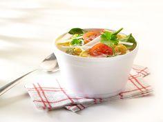 Noedelsoep met groenten #prei #spinazie #kerstomaten #paprika #koriander