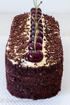 Традиционное блюдо Немецкой кухни торт Черный Лес, популярный и любимый многими торт. Существуют многочисленные варианты его приготовления, торт состоит из влажных и сочных бисквитных шоколадных ко…