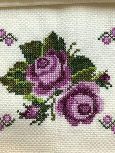 Cross Stitch Pillow, Cross Stitch Borders, Cross Stitch Rose, Cross Stitch Animals, Cross Stitch Flowers, Cross Stitch Designs, Cross Stitching, Cross Stitch Patterns, Baby Embroidery