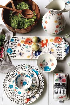 ISIDRE SERVEWARE This vibrant collection was dreamt up from images of Southern Spain – wildflowers growing against blazing white stucco, black balustrades high on a balcony and a skirt of black lace. via: Anthropologie Kitchenware, Tableware, Boho Home, Deco Table, Pottery Painting, Home Interior, Interior Decorating, Serveware, Home Decor Accessories