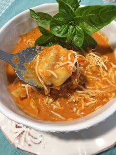 Sopa de Tomates con Tortellinis, buenisima y reconfortante! www.lavidaesdulce.net