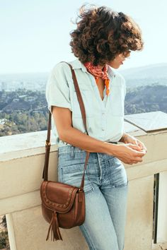 Chambray shirt on denim + bandana + Emi saddle bag to master the Fossil tom(girl) look.