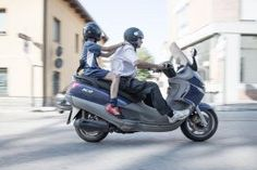 Benefits of Hiring a Scooter for your Trip Scooters, Taxi Moto, Scooter Moto, Automobile, Italy Holidays, Motion Blur, Interesting Topics, People Photography, Location