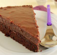 Τούρτα+brownie+με+επικάλυψη+fudge+πραλίνας+φουντουκιού