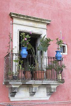Balcón en Ragusa, Provincia de Ragusa, Sicilia, Italia, Europa