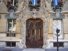 The famous Art Nouveau door in Paris // 29 Avenue Rapp, 7th arrondissement