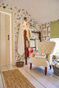 Find sophisticated detail in every Laura Ashley collection - home furnishings, children's room decor, and women, girls & men's fashion. Cottage Shabby Chic, Cozy Cottage, Cottage Living, Cozy House, Country Cottage Interiors, Estilo Country, Cottage Style Homes, Home Bedroom, Bedrooms