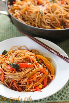 Super easy Vegetable lo mein - Vegan, sub agave for honey Gluten Free: *Subs Thai Rice Noodles Asian Recipes, Whole Food Recipes, Dinner Recipes, Cooking Recipes, Ethnic Recipes, Vegetable Lo Mein, Vegetable Stock, Vegetable Pasta, Vegetable Dishes