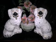 Antique Decor, Vintage Decor, Vintage Items, Spaniel Dog, Spaniels, Cat Basket, Staffordshire Dog, Felt Bunny, Antique Collectors
