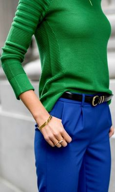 kelly green sweater with cobalt blue pants--love the color combination Sweater Outfits, Casual Outfits, Cute Outfits, Fashion Outfits, Sweater Fashion, Fashionable Outfits, Fashion Tips, Fashion Clothes, Fashion Jewelry