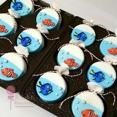 Fish in a bag inspired chocolate covered oreos for Finding Nemo and Finding Dory party
