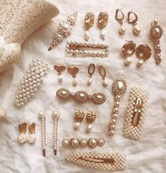 Shared by Zahraa A. Find images and videos about gold and jewelry on We Heart It - the app to get lost in what you love. Trendy Jewelry, Cute Jewelry, Hair Jewelry, Jewelry Accessories, Fashion Accessories, Fashion Jewelry, Jewellery, Hair Barrettes, Headbands