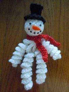 crochet a curly leg snowman ornament