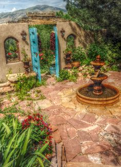 New Mexican courtyard... Love the flagstone! [ MexicanConnexionForTile.com ] #fountains