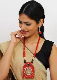Join the bandwagon of Fabric Jewellery for Kalamkari is a traditional handblock printing technique. Diy Fabric Jewellery, Diy Jewellery Designs, Fabric Earrings, Textile Jewelry, Handmade Jewellery, Jewellery Making, Handmade Necklaces, Diy Jewelry Videos, Jewelry Crafts