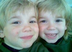 Awwww they're so cute💜💜💜 I Luv U, My Love, Mac, Dream Boyfriend, I Go Crazy, Popular People, Brotherly Love, Twin Boys, Selfie Time