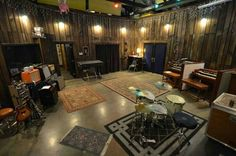 Home Music Rooms, Music Studio Room, Sound Studio, Deco Studio, Studio Setup, Studio Ideas, Drum Room, Guitar Room, Band Rooms
