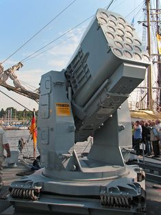 Rolling Airframe Missile Launcher on fast attack craft Ozelot of the German Navy Military Gear, Military Weapons, Military Equipment, Military Aircraft, Army Vehicles, Armored Vehicles, Gun Turret, Big Guns, Navy Ships