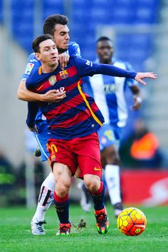 Lionel Messi of FC Barcelona competes for the ball Jose Jordan of RCD Espanyol during the La Liga match between RCD Espanyol and FC Barcelona at Cornella-El Prat Stadium on January 2, 2016 in Barcelona, Catalonia.