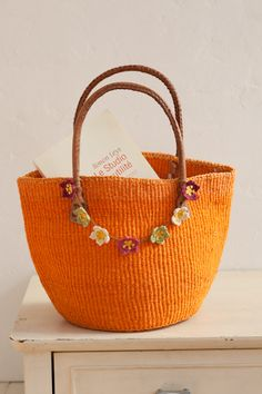 :-) can be done with crochet. Diy Crochet Bag, Crochet Backpack, Crochet Handbags, Crochet Purses, Orange Bag, Baskets, Knitted Bags, Crochet Accessories, Handmade Bags