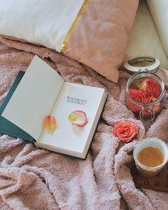 Perfect Winter Home Moments Am I too romantic... #myworld #pink #thinkpink #beautiful #roses #pinkroses #romantic #book #romanticsoul #wichrowewzgórza #home #flowers #flowerslovers #wintertime #winter #coffee #art #artoftheday #decor #deco #cozy #poznan #vsco #blogger #instabook #vintage #retro #bookstagram #hmhome #girl