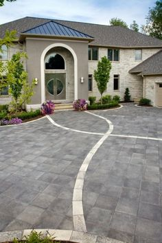 Front entrance with Umbriano® paver and accent
