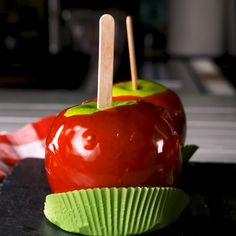 We list candy apples along with pumpkin spice lattes and apple crisps as must-makes when fall rolls around. This particular recipe calls for minimal ingredients, but one piece of required equipment: a candy thermometer. Trust us when we say that it'll mak Apple Desserts, Delicious Desserts, Dessert Recipes, Hard Candy Recipes, Rice Recipes, Halloween Food For Party, Halloween Treats, Halloween Candy Apples, Fall Candy