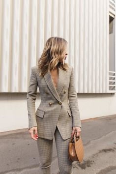 Flawless Summer Outfits Ideas For Slim Women That Looks Cool - Oscilling Business Outfit Damen, Business Outfits, Business Attire, Business Fashion, Business Suits For Women, Women In Suits, Formal Suits For Women, Stylish Womens Suits, Business Formal Women