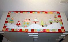 LOVE this table topper!  I'm bad at applique but I'm willing to give it a shot again to make this!
