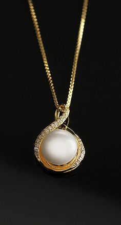 Cashs White Luster Pearl Teardrop Gold Necklace