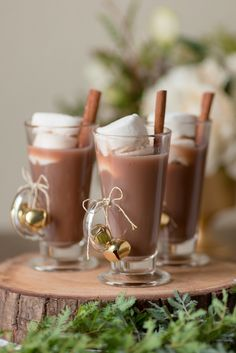 Holiday cocoa with marshmallows! Photography: Gavin Farrington Photography - gavinfarrington.com   Read More on SMP: http://www.stylemepretty.com/living/2016/12/15/no-time-for-diy-read-these-super-easy-tips-for-winter-entertaining/