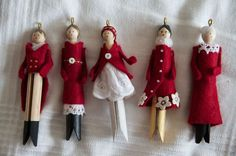 How to make beautiful clothespin doll ornaments. Comment faire de jolies poupée… How to make beautiful clothespin doll ornaments. How to make pretty Christmas dolls in clothespin. Inspiration comes from: The inspiration comes from: ht … Clothes Pin Ornaments, Diy Christmas Ornaments, Christmas Projects, Holiday Crafts, Christmas Decorations, Cheap Christmas, Nativity Ornaments, Handmade Decorations, Rustic Christmas