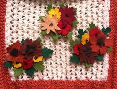 Felt Flower Corsage Pretty Little by Making Fabric Flowers, Felt Flowers, Diy Flowers, Make Do And Mend, 1940s Fashion, Vintage Fashion, Flower Corsage, Knitting Magazine, Toy Craft