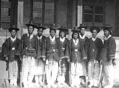 The First Modernized Korean Military With Their Muskets (Circa Korean Image, Korean Photo, Modern History, Black History, Old Pictures, Old Photos, Korean Military, Korean People, Korean Traditional