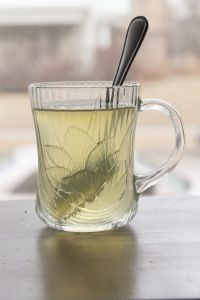 Sage Salvation Tea- a hot toddy good for sore throats and sinuses Sinus Remedies, Herbal Remedies, Home Remedies, Natural Remedies, Good For Sore Throat, Sore Throat Tea, Non Alcoholic Drinks, Cocktails, Beverages