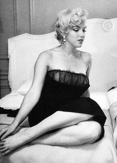 """I never wanted to be Marilyn – it just happened. Marilyn's like a veil I wear over Norma Jeane. Divas, Fotos Marilyn Monroe, Joe Dimaggio, Katharine Hepburn, Actrices Hollywood, Norma Jeane, Poses, Most Beautiful Women, American Actress"