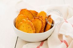 Arepitas de Maiz: An Easy Video-Recipe for Cornmeal Fritters - Arepitas de Maiz (Cornmeal Fritters) is a delectable side dish that can also be served as party foo - Cornmeal Recipes, Corn Fritter Recipes, Mexican Food Recipes, Snack Recipes, Supper Recipes, Free Recipes, Dominican Food, Dominican Recipes, Puerto Rico Food