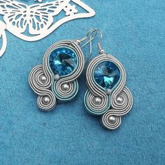 Turquoise Rivoli Soutache Earrings by RhodianaSoutache on Etsy Fabric Jewelry, Boho Jewelry, Handmade Jewelry, Shibori, Soutache Tutorial, Soutache Necklace, Dangle Earrings, Beadwork Designs, Beading Tutorials