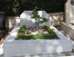* Tumba de Paul Éluard * # Père Lachaise Cemetery. Paris, França.