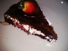 Olha que delícia essa Receita de Bolo De Chocolate Com Morango: http://receitasdebolo.com.br/bolo-de-chocolate-com-morango-4/ ----- Para Ver Mais Receitas Deliciosas: Acesse!  http://receitasdebolo.com.br
