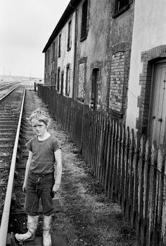 54 fascinating photographs of life in the South Wales Valleys during the Old Pictures, Old Photos, Newport Gwent, Newport Wales, Wales Map, Kingdom Of Great Britain, Seaside Towns, Documentary Photography, South Wales